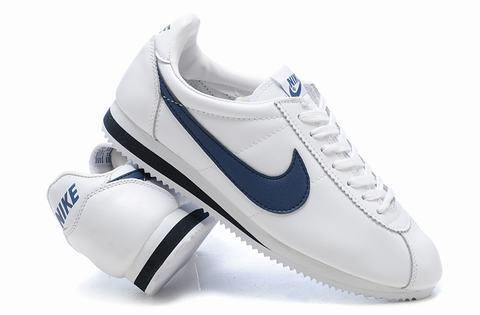 sports shoes 63e8e 6f74a Philip Knight était un athlète de piste à l Université de l Oregon et a  rejoint son entraîneur, Bill Bowerman, en 1964 pour vendre des chaussures de  leurs ...